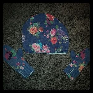 Little girls hat and mittens set.